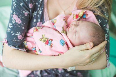 Президент России подписал закон о ежемесячных выплатах при рождении первенца