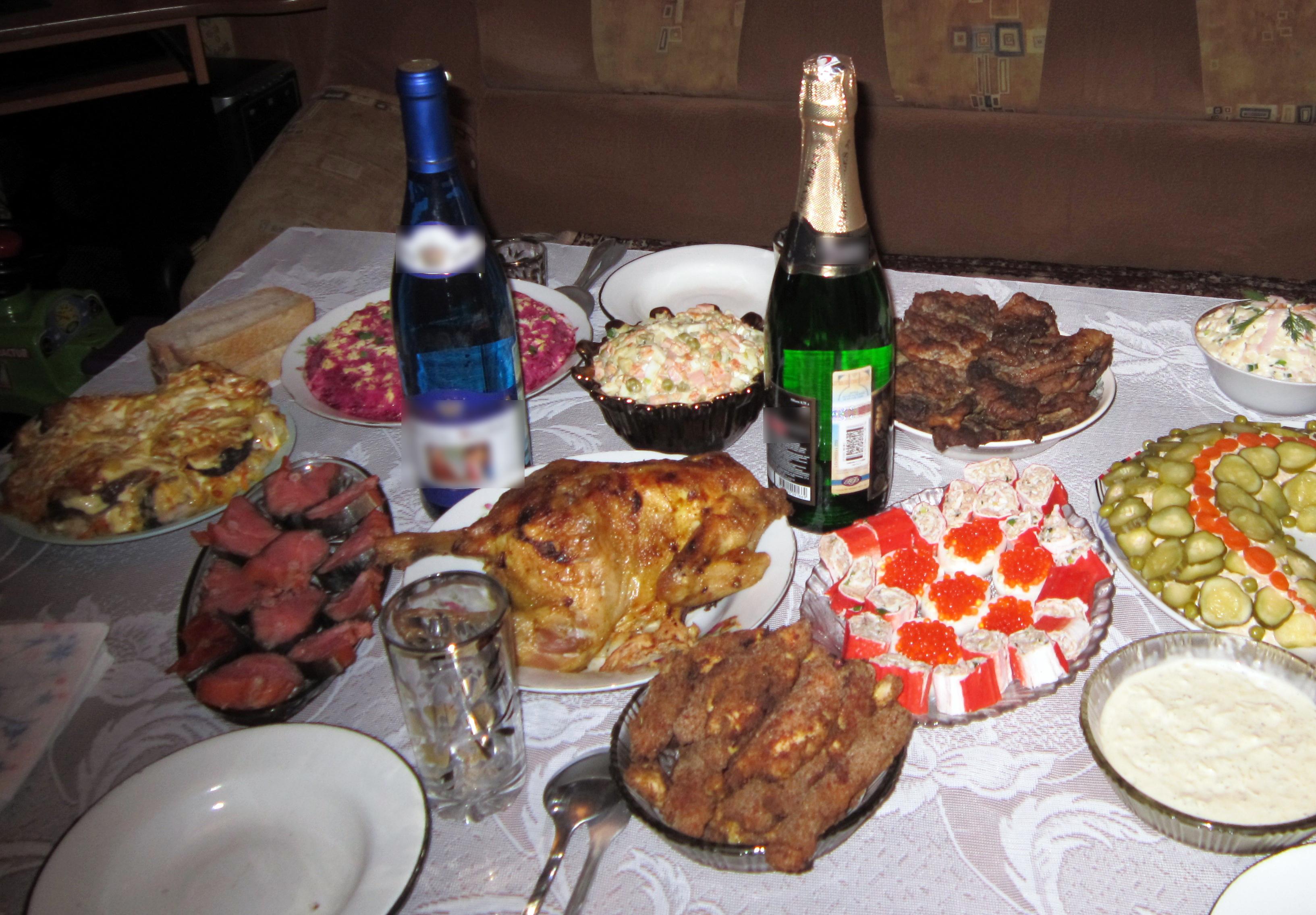 Сколько стоят популярные новогодние салаты