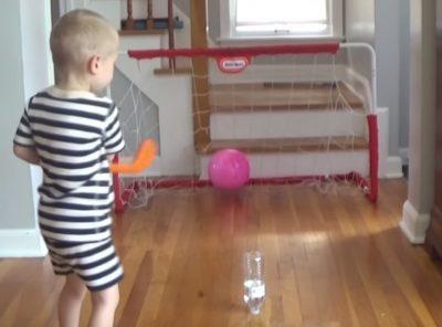 Физики раскрыли секрет фокуса с подбрасыванием бутылки с водой