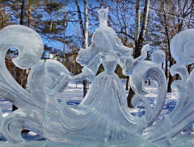 В Кемерове на площади Советов начали строить ледовый городок