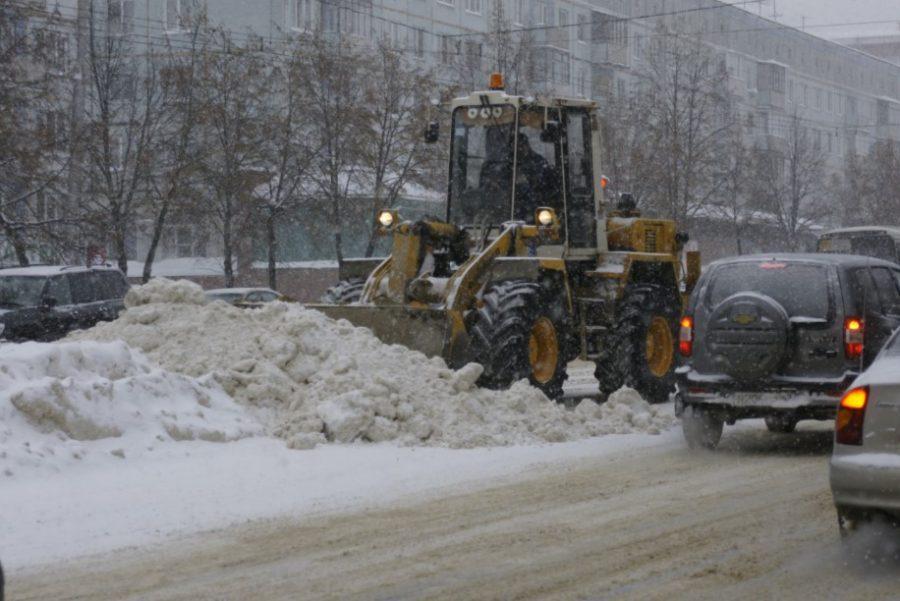Из-за обильных снегопадов для очистки трасс число дорожников увеличили в 5 раз