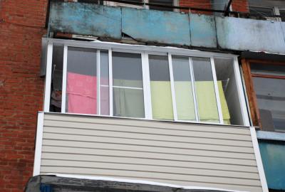 В Кемерове мать двоих детей погибла, выпав с балкона 10 этажа