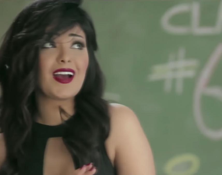 Египетскую эстрадную певицу посадили надва года заразвратный клип сбананом