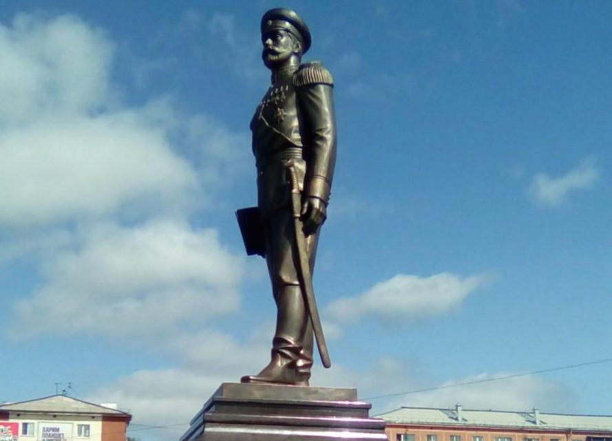 ВКузбассе мужчина обкидал монумент НиколаюII яйцами