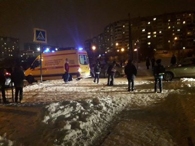 В Кемерове на ФПК автомобиль сбил мужчину с внуком
