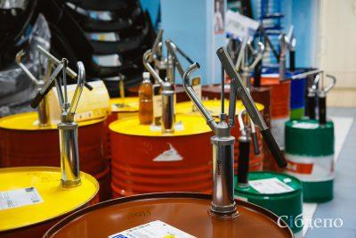 В двух автомагазинах Кемерова нашли поддельное моторное масло