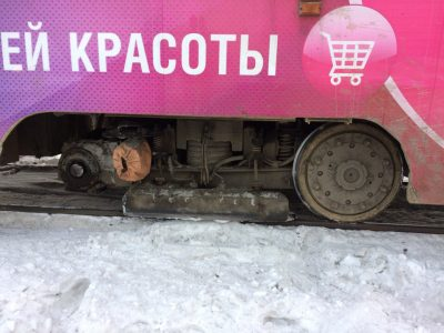В Кемерове на Кузнецком мосту у трамвая на ходу оторвалось колесо