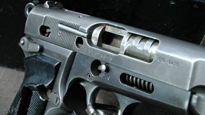 Москвича под дулом пистолета заставили взять в кредит iPhone X, заложив Audi в автоломбард