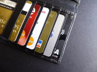 Алкоголь, купленный в сети, можно будет оплатить только банковской картой