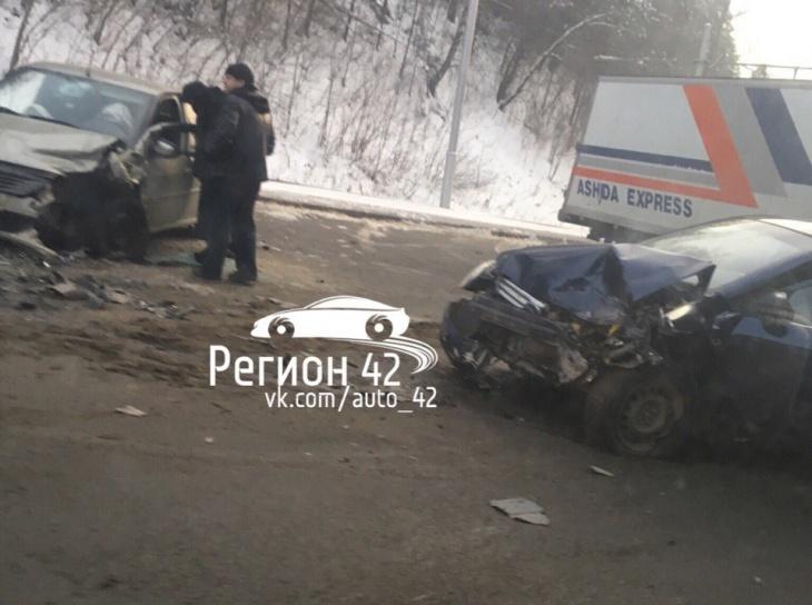 Внушительная пробка создалась вКемерове из-за серьезного ДТП намосту