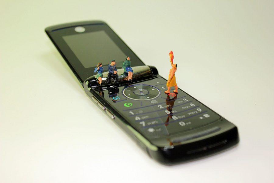 Самсунг анонсирует раскладной флагман с 2-мя экранами