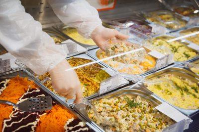 Роспотребнадзор назвал список самых опасных продуктов на новогоднем столе