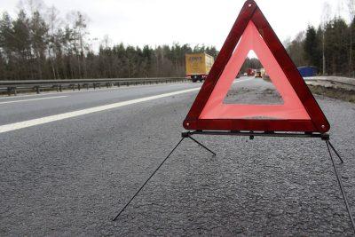 В Кузбассе столкнулись два грузовика, один из водителей погиб