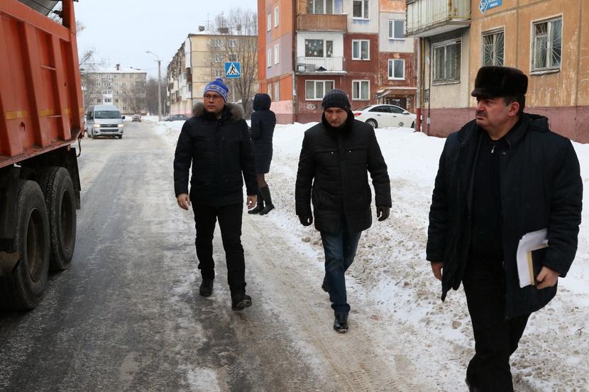 Глава Кемерова поручил избавить улично-дорожную сеть города от скоплений снега