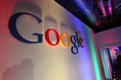 Google планирует выпустить смартфон со встроенным динамиком в дисплей