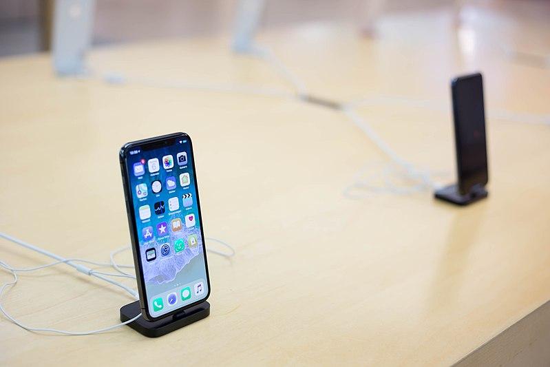 Эксперт предсказал скорое снятие iPhone X с производства