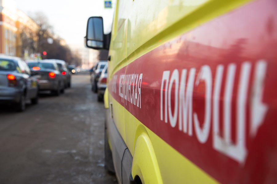 В Прокопьевске у трактора отпало колесо, машина перевернулась