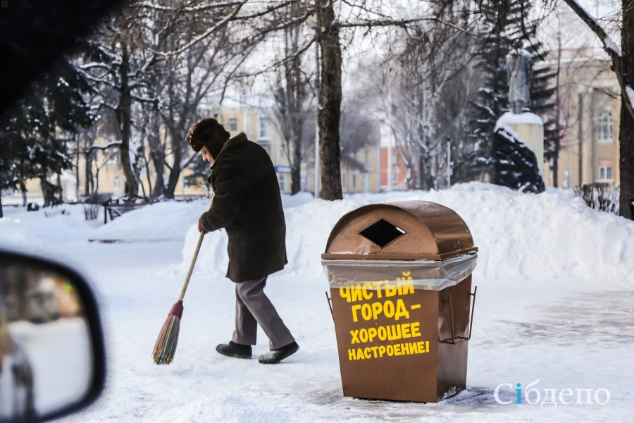 Город мёртвых конфетти: фоторепортаж о первом утре Нового года в Кемерове