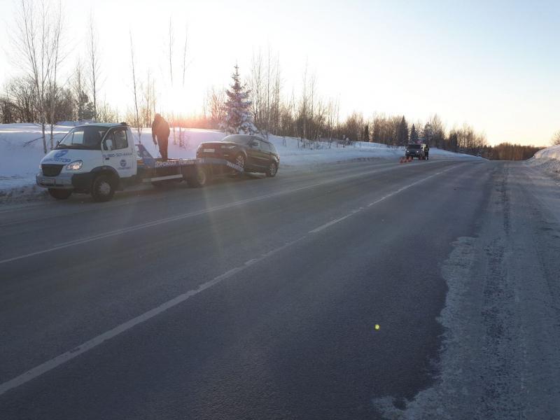 Инспекторы ГИБДД не дали замёрзнуть автомобилисту из Красноярска на трассе в Кузбассе