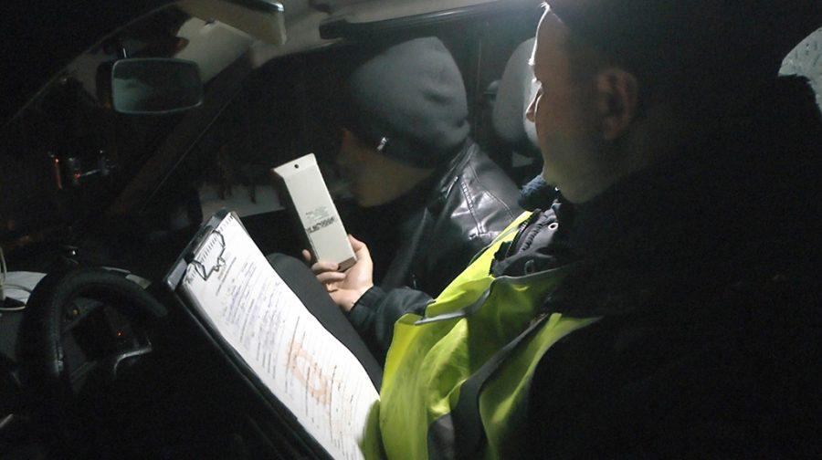 В Новокузнецке сотрудники ГИБДД прострелили колесо ВАЗа, чтобы задержать пьяного водителя