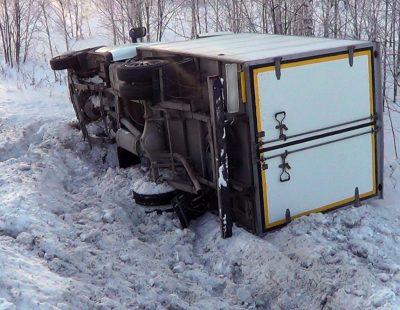 Кузбасские полицейские помогли замерзающему автомобилисту, попавшему в ДТП