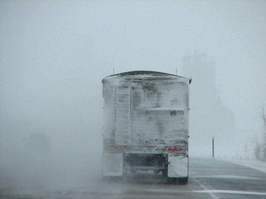 Из-за непогоды ограничен заезд большегрузов вКемерово довечера среды