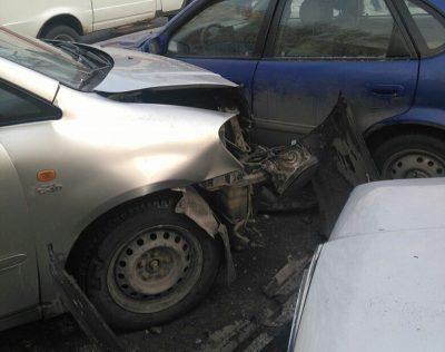 В Новокузнецке женщина за рулём Toyota устроила ДТП с пятью авто и двумя пострадавшими