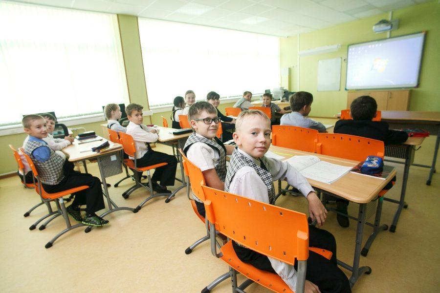 ВМосковской школе запретили отпускать воспитанников втуалет без медсправки