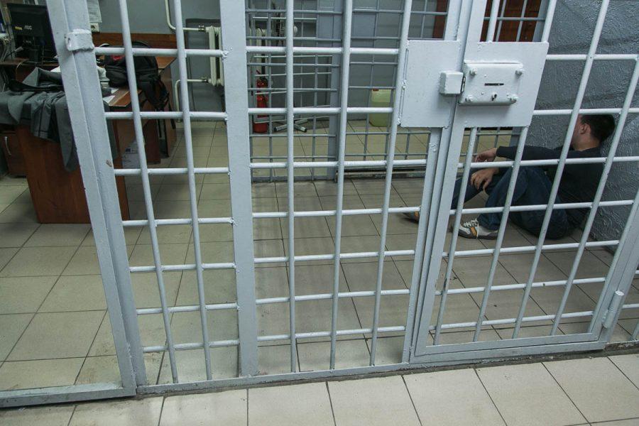 Осуждён кузбассовец, кинувший нож в полицейского