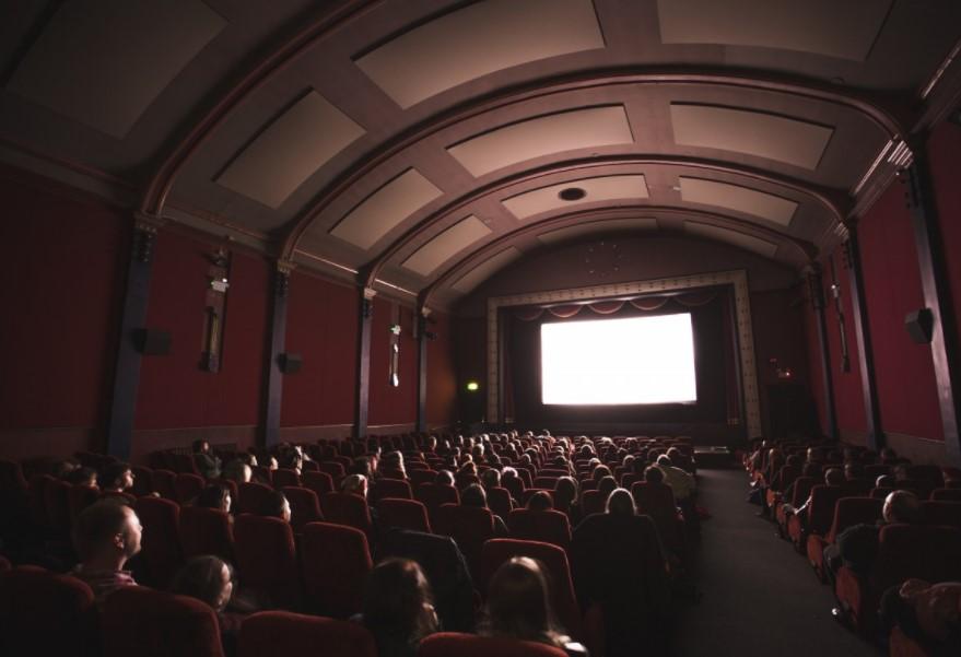 ВРумынии люди сиконами сорвали показ фильма оГеях