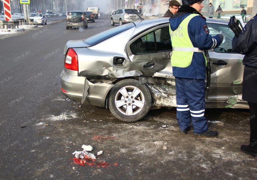 Пассажирка Skoda попала в больницу после тройного ДТП в Новокузнецке