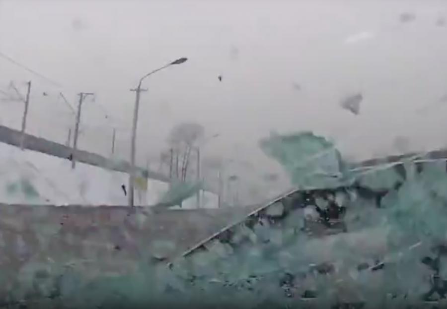 Новокузнечанка за рулём BMW устроила ДТП с пострадавшим, опубликовано видео момента аварии