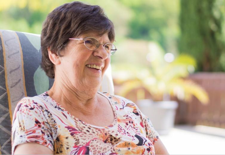 Снятая на видео тренировка хохочущей 93-летней бабушки покорила пользователей Сети