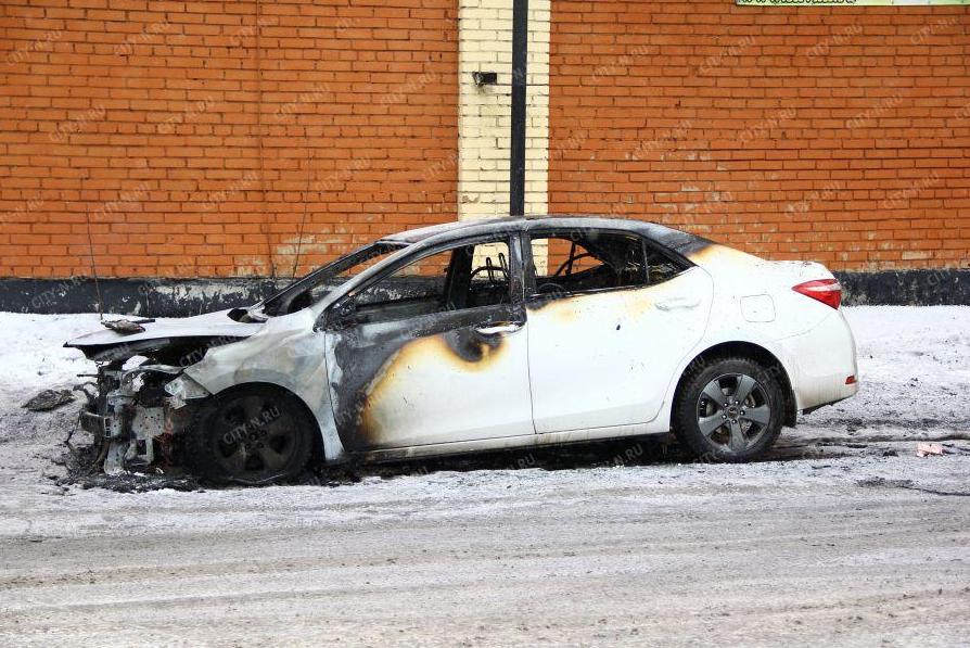 Опубликовано видео последствий поджога автомобиля Toyota в Новокузнецке