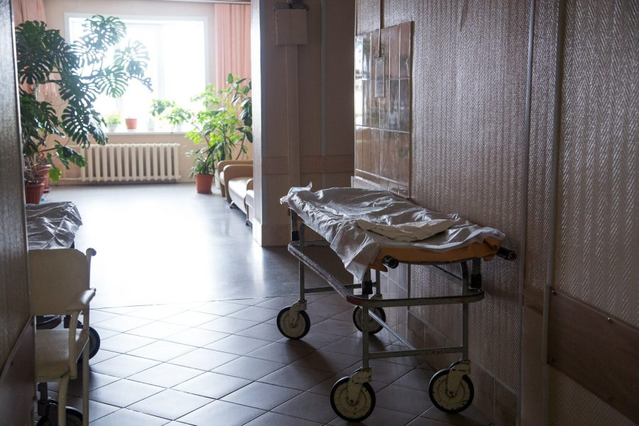 В Новокузнецке умер мужчина, получивший травму при падении в сауне