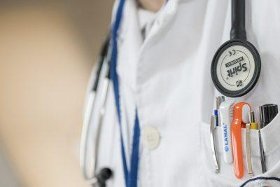 Кузбасские хирурги впервые провели эндоскопическую коррекцию пищевода ребёнку