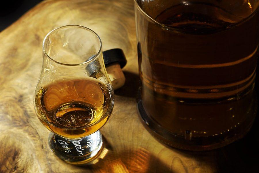 Самая дорогая бутылка японского виски ушла смолотка вГонконге
