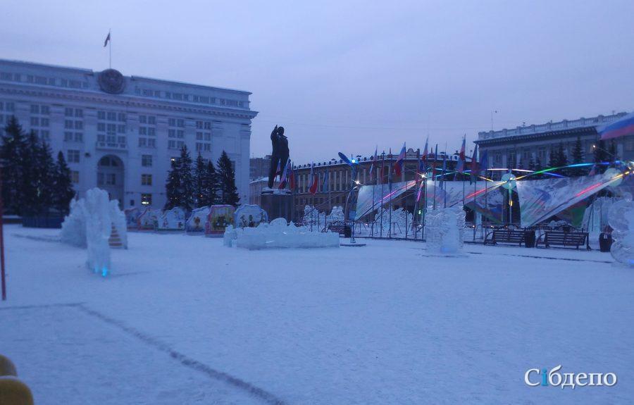 В Кемерове демонтировали новогоднюю ёлку на площади Советов