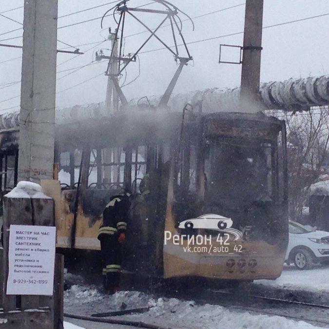 В Кемерове пожар в трамвае парализовал движение вагонов по двум маршрутам