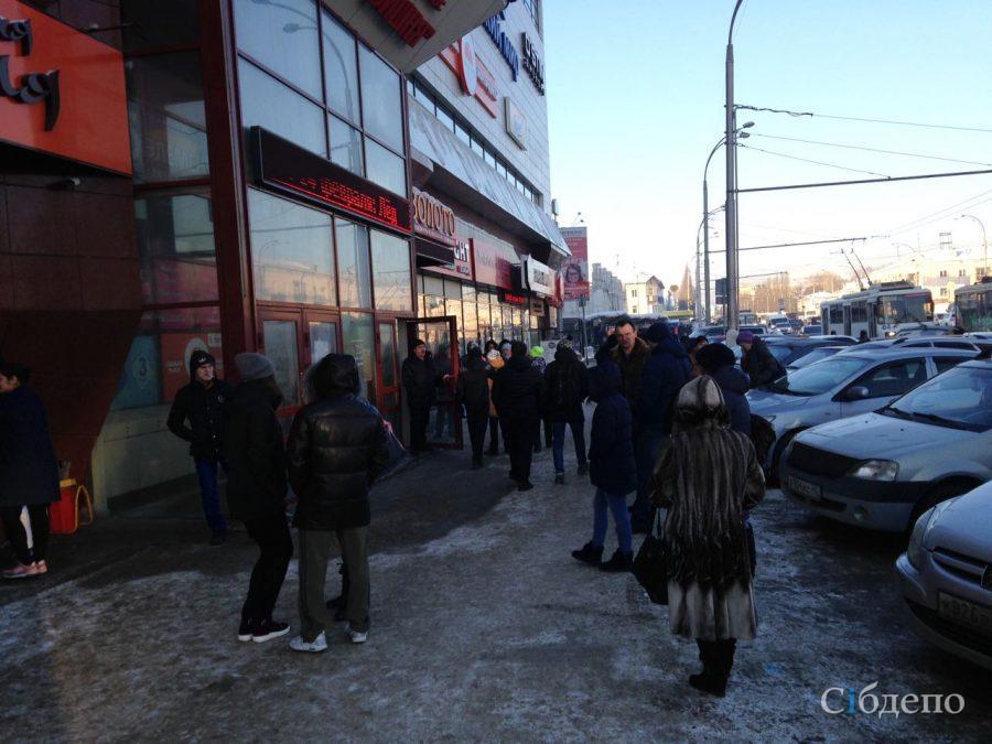 В Кемерове эвакуировали ТРК «Зимняя Вишня»