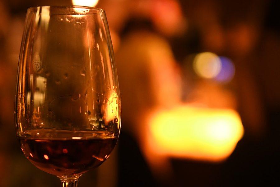 Старт онлайн-продаж алкоголя предложили перенести на 2019 год