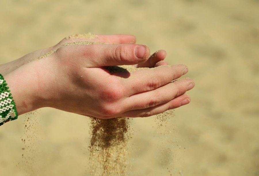 Жительница Кузбасса вместо смартфона купила свёрток с песком за 36000