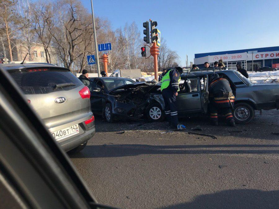 В Сети появилось видео момента смертельного тройного ДТП на Южном в Кемерове