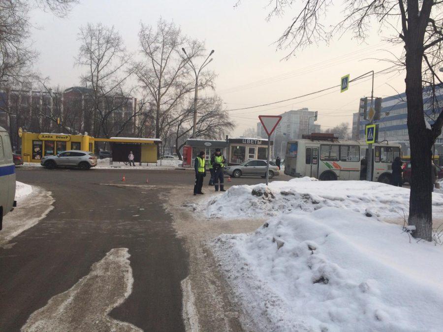 В Новокузнецке 11-летний мальчик попал под автобус, ребёнка госпитализировали