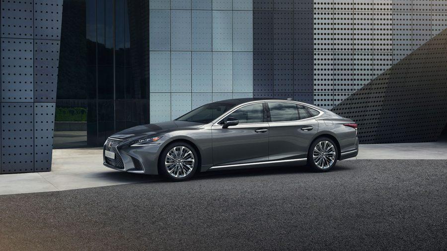 В России поступил в продажу новый Lexus LS