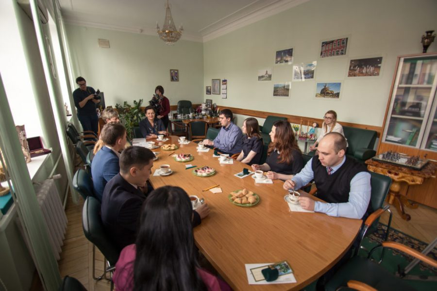В Кузбассе студенческим семьям с детьми вручили 600000 рублей