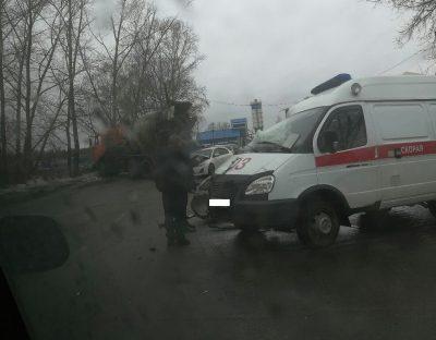 В Киселёвске в тройном ДТП с автомобилем скорой помощи погиб один человек