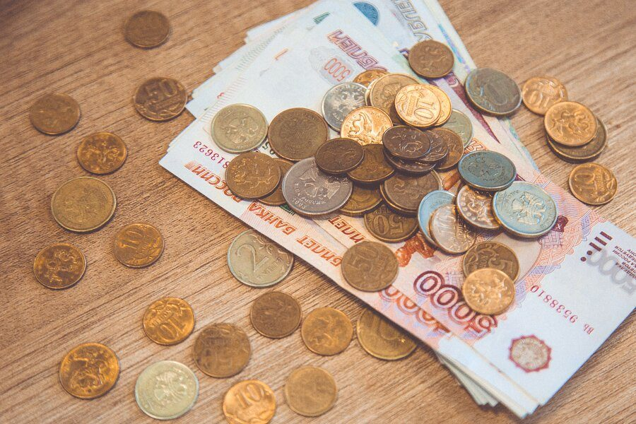 Эксперты сравнили среднюю зарплату в Кузбассе в 2017 году с другими регионами СФО
