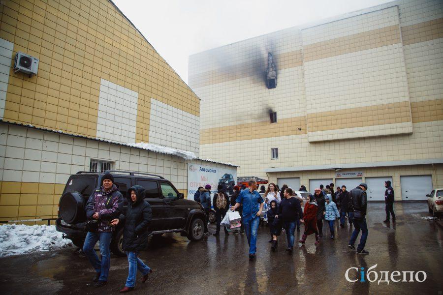 Четверо детей погибли впожаре вТРК «Зимняя вишня» вКемерове