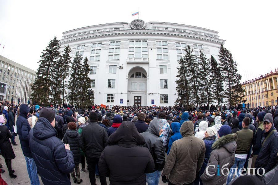 Митинг после пожара в кемеровском ТЦ «Зимняя вишня»